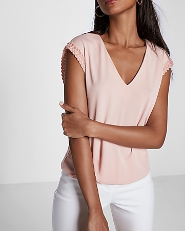 crochet trim banded hem v-neck top
