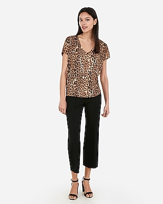 Express Womens Express One Eleven Leopard Print V-Neck London Tee