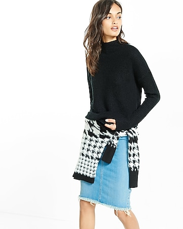circle shirttail hem pullover sweater