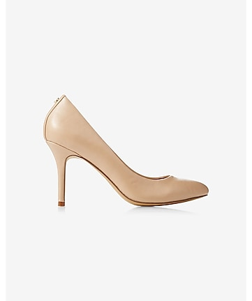 high heeled pump