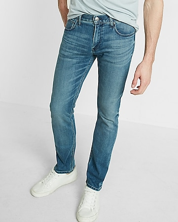 Express's men's slim fit jeans fit close to the body, and narrow in below the knee. However, these jeans have plenty of stretch so you can move comfortably. For a great fit, try the Slim Black Stretch Jeans-they'll go with anything!