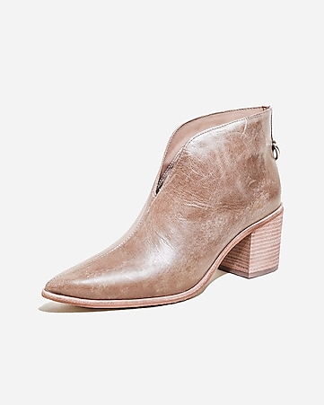 super dragut destul de dragut o selecție uriașă de Kaanas Pointed Toe Distressed Leather Booties | Express